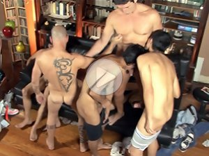 FLASH !!! Gangbang twinks expose their oral skills close up